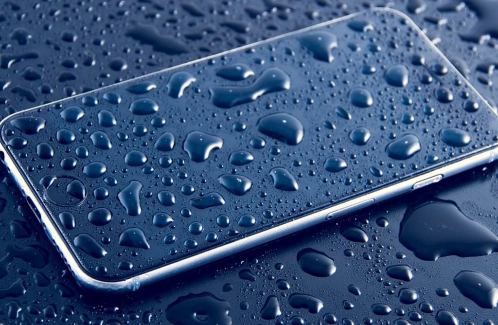 smartphone-caduto-in-acqua-soluzioni